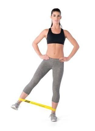guma do ćwiczeń miniband lekka ćwiczenie na biodra