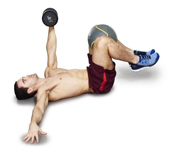 ćwiczenie na brzuch - wyciskanie i rotacja