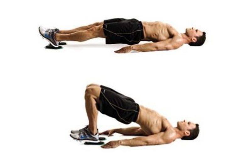 ćwiczenie na mięśnie dwugłowe uda z matami ślizgowymi