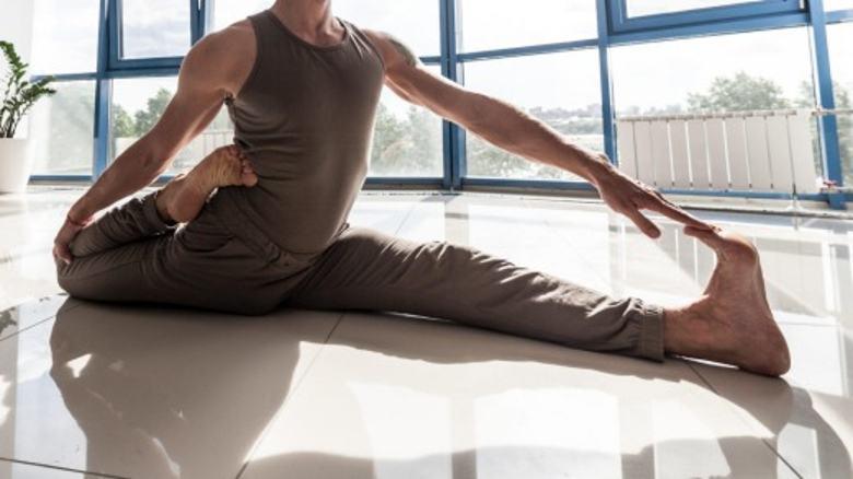 stretching mięśni nóg